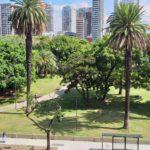 En alquiler Frente al Parque Las Heras excelente vista 2 dorm c/ dep balcón